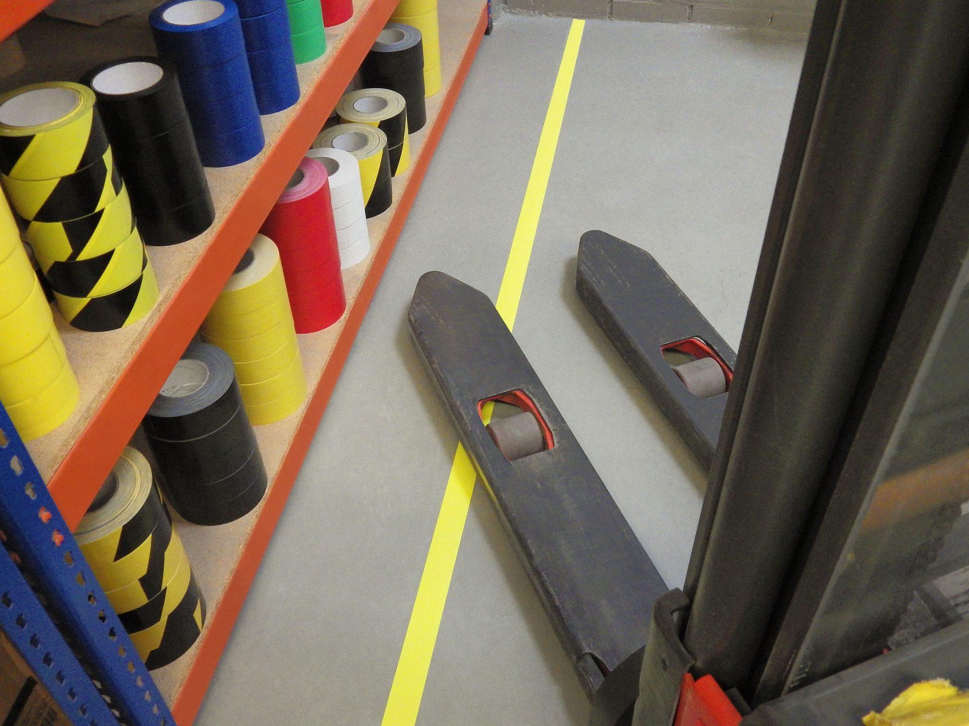 Bodenmarkierungsband Safety-Floor Ultra Permanent ist stark haftend, Staplerüberfahrbar und in vielen Farben erhältlich